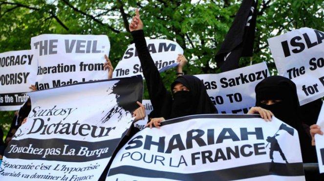 Une marocaine témoigne «L'islam est une idéologie suprémaciste qui rejette totalement la différence. On nous enseigne que les chrétiens sont des porcs et les juifs des singes, en tuer quelques uns est un privilège»