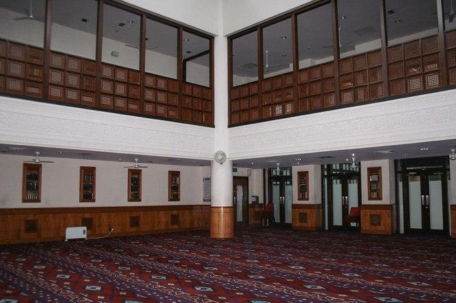 El templo de la mezquita solo ocupa un tercio del edificio, en el resto se organizan distintas actividades