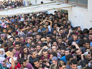 syrian_refugees-alexander-zemlianichenkoap-640x480-e14759481898922